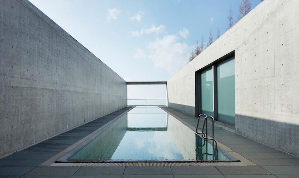 安藤忠雄在濑户内海设计的酒店,又奢侈又克制